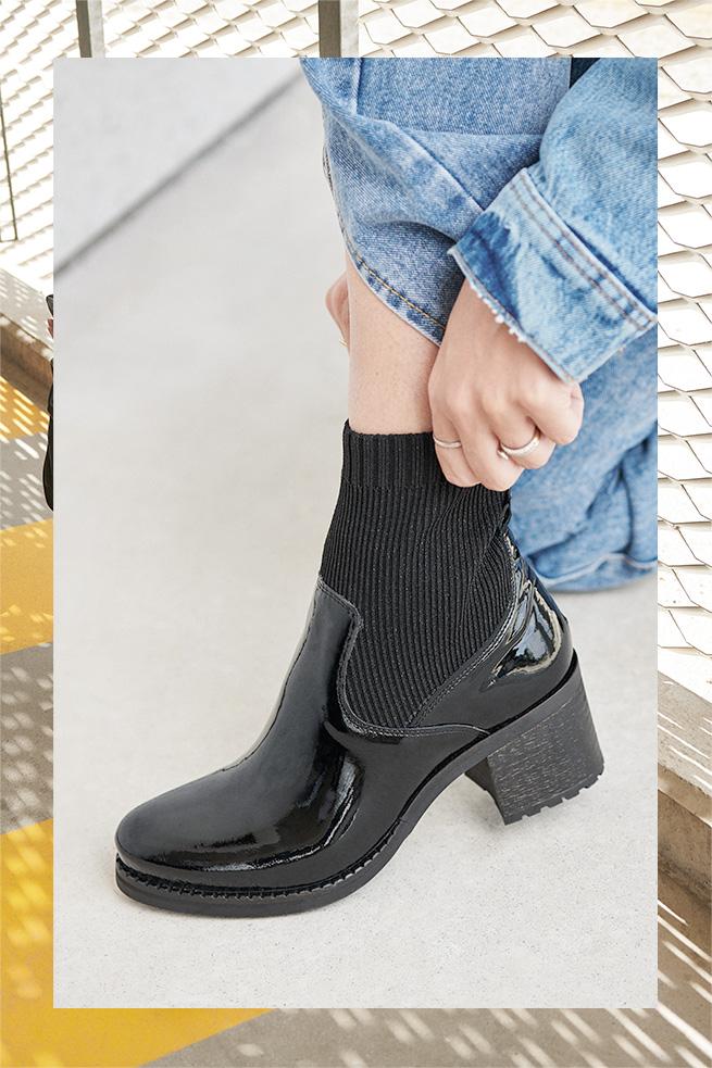 Bottines chaussettes vernies noires